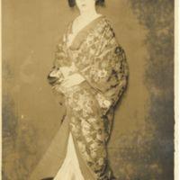Kaizawa 1-115: Kabuki actor as a woman in Kimono