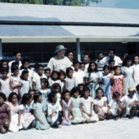 Capt. Thomas & school children at Peleliu [Beliliou,…