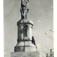 Postcard: Port Said. Statue of de Lesseps at entrance…