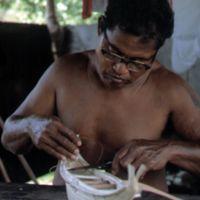 Mau Piailug making model canoe - 013