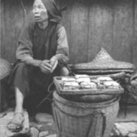 680. Kweilin : woman vendor