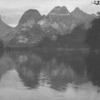 122. Mountain reflection in Fu [i.e. Li] River