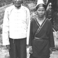 585. Lo Heung (?) : headman and wife