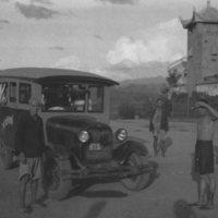 658. Lai Po : Ford bus