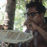 Mau Piailug making model canoe - 009