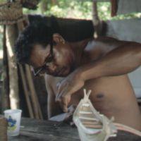 Mau Piailug making model canoe - 012
