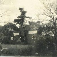 American soldiers visiting memorial statue in Hibiya…