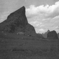 736. Mountains northwest of Kweilin