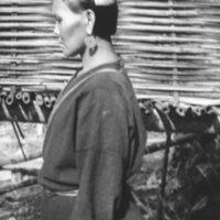 573. Lung Kwan : a woman