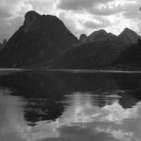 065. Mountain reflection, Fu [i.e. Li] River