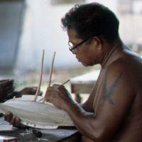 Mau Piailug making model canoe - 015